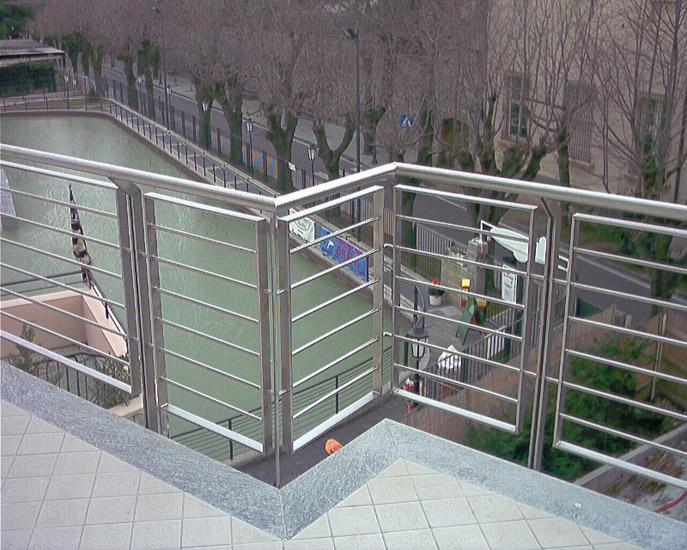 ... 500 - Manufatti in inox per protezione balconi, parcheggi, passeggiate